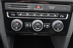 Volkswagen-Golf Sportsvan-23